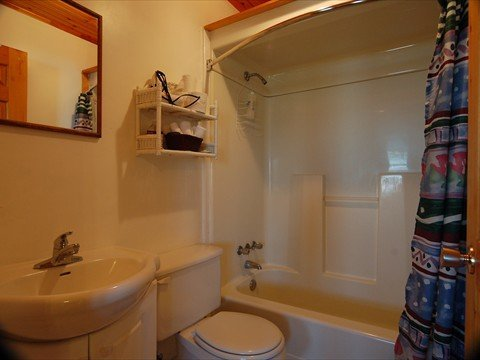 4-piece bathroom in all our Seaside Cottages